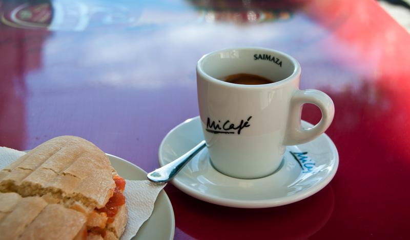 Frukost på Cafeteria Plaza mitt i Manilva