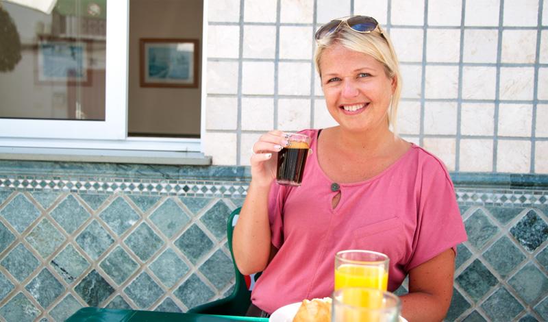 Anki vid frukost på Bar Castillo, Manilva