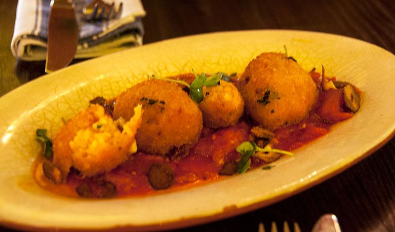 Tomato och Mozzarella Risotto bullar på Jamie Olivers Italian, Edinburgh