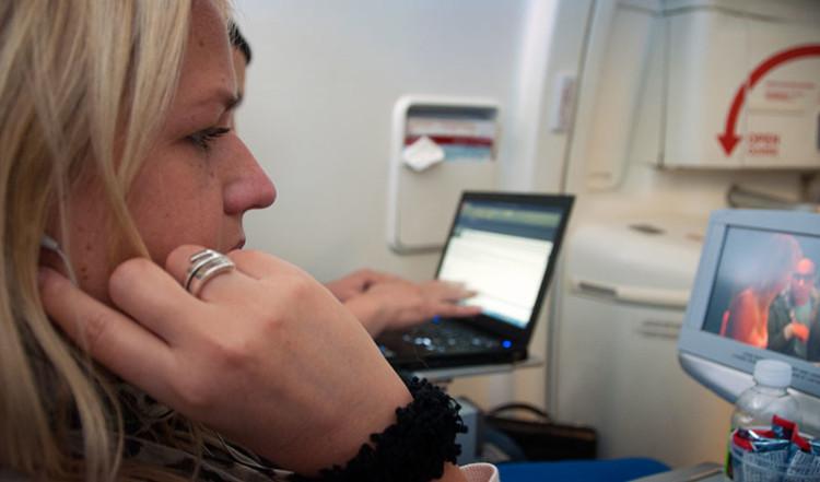 Anki på Air Canada Flight till Toronto