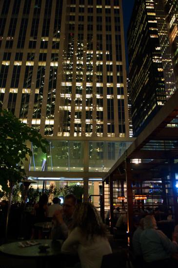 Bland skyskrapor på Earls Kitchen & Bar, Toronto