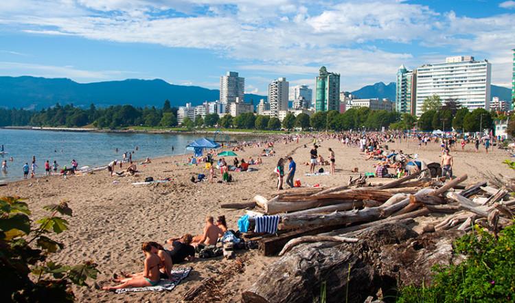 Dag på stranden, English Bay Beach, Vancouver