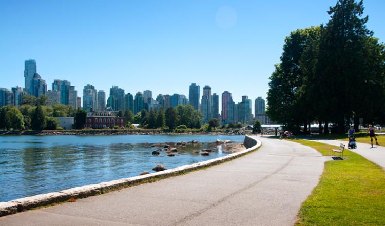 Härliga stadsvyer från Stanley Park