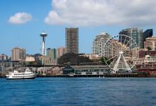 Vi närmar oss med båten som tagit oss från Alki Beach till centrala Seattle