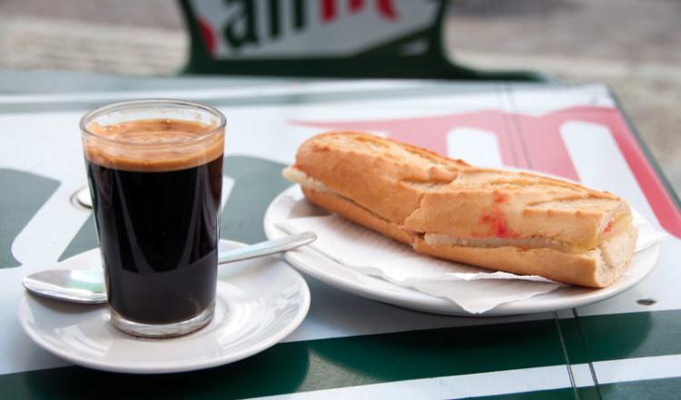 Frukost på Bar Castillo, Manilva Spanien