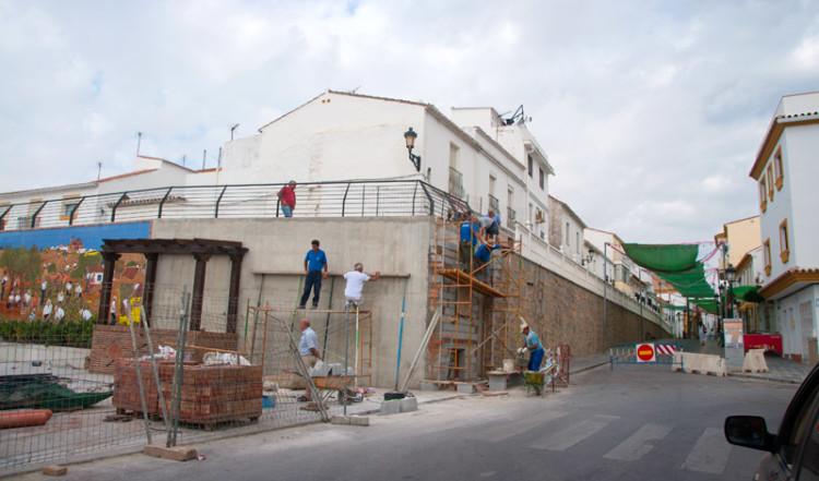 Arbete vid hörnet till nya torget i Manilva