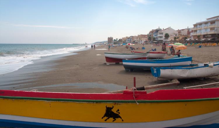 Moln över Sabinillas strand