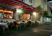 Aguilar Restaurant längs gata genom Estepona