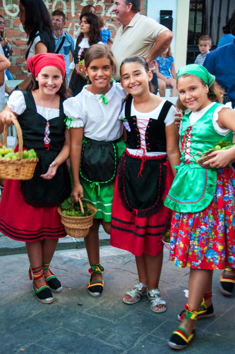 Tjejer på Fiesta de la Vendimia, Manilva