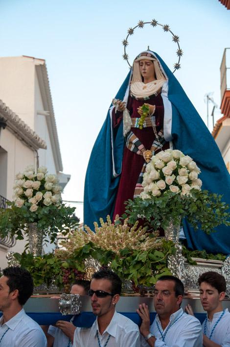 Procession längst med Santa Ana längs Calle Iglesia, Manilva