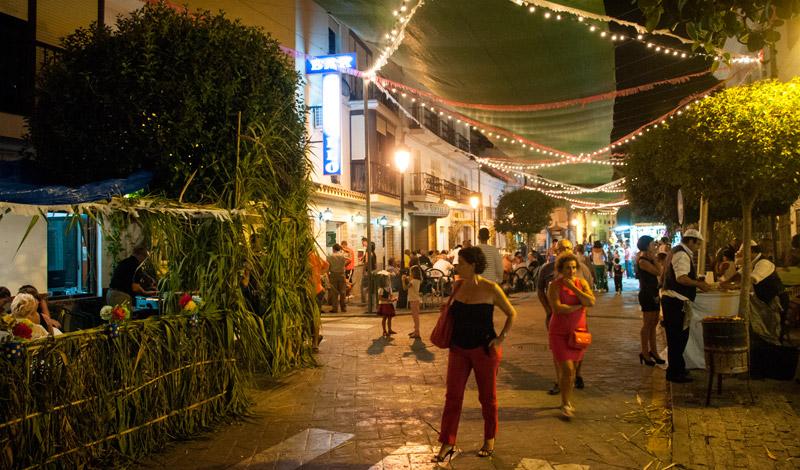 Fiestan fortsätter natten lång, Calle Mar, Fiesta de la Vendimia, Manilva