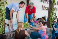 Prep inför vindruvstrampning, Plaza de la Vendimia under Fiesta de la Vendimia i Manilva
