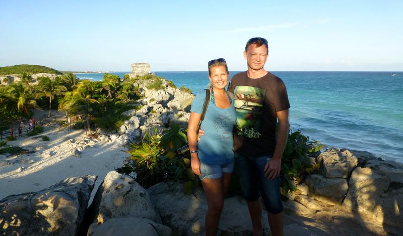 Anki och Lasse vid en av de vackraste utsikterna vid Maya ruinerna i Tulum