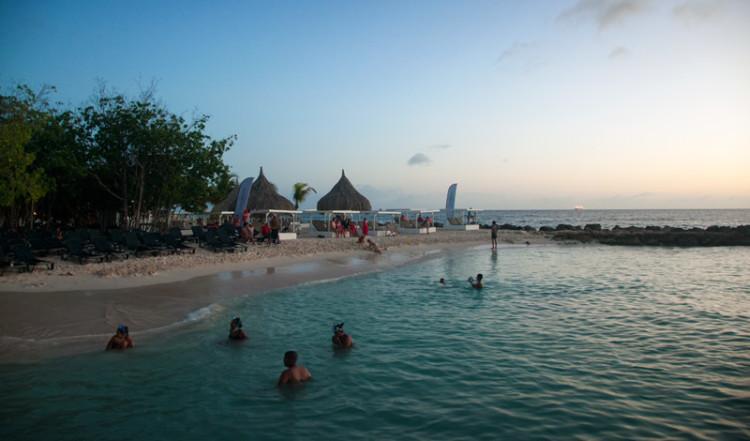 Kvällsdopp, Jan Thiel, Curacao