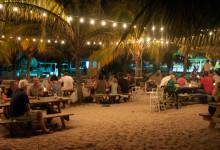 Med fötterna i sanden på Zest strandcafé