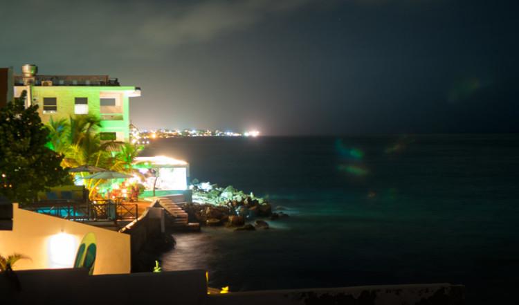 Nattvy från vår terrass på Bijblauw Hotel