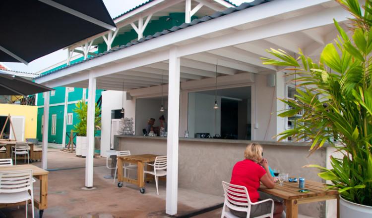 Innergården till Bijblauw Hotel i Willemstad