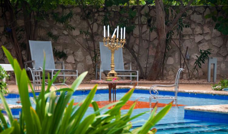 Kandelaber i poolen, Floris Suite Hotel, Willemstad, Curacao