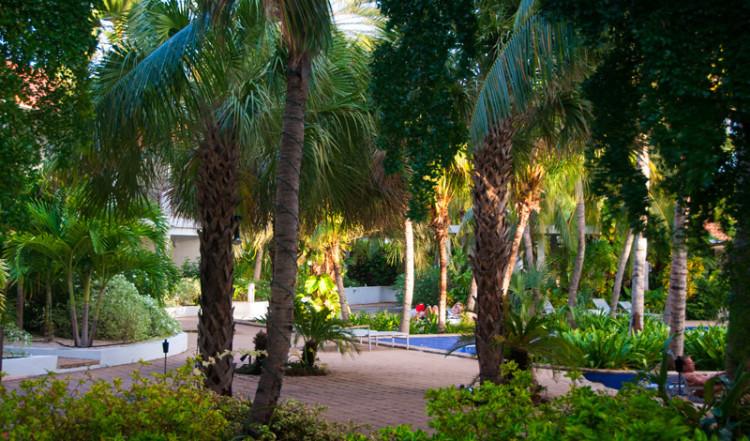 Eftermiddagssol över Floris Suite Hotel i Willemstad, Curacao