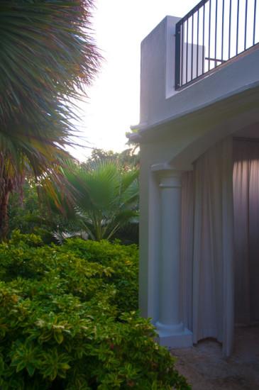 Terrass i lummig miljö på Floris Suite Hotel i Willemstad, Curacao