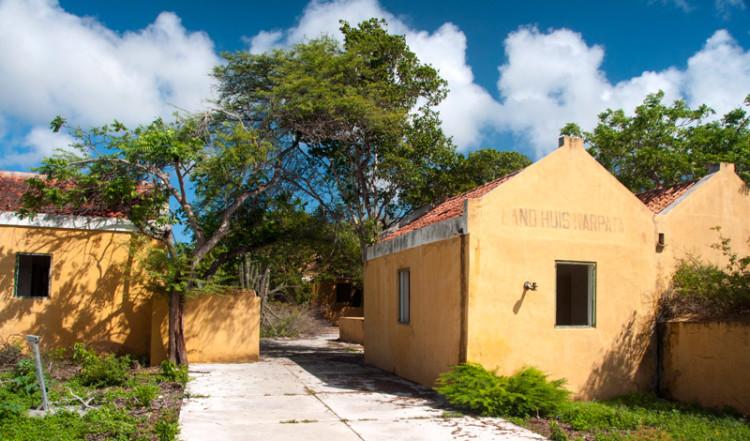 Ett övergivet hus längst med kusten, Bonaire