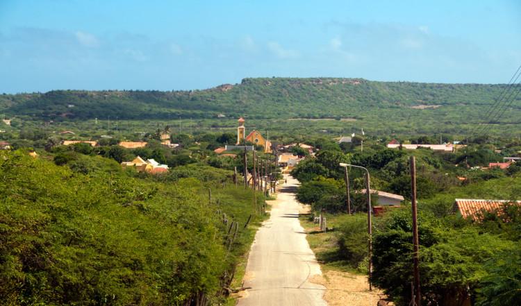 Vi kör in mot Rincon stad, Bonaire