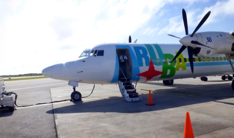 Plan på Flamingo Flygplats, Bonaire, som ska ta oss till Curacao