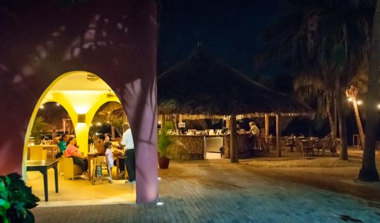AzZuro Restaurang på Blue Bay Curaçao Golf & Beach Resort