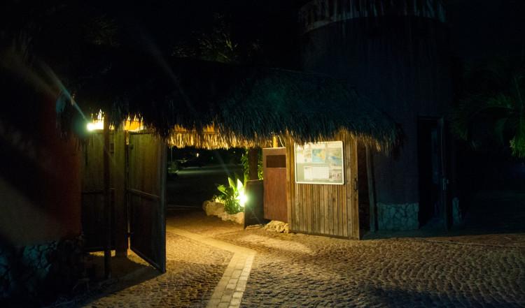 Entre till AzZuro Restaurang på Blue Bay Curaçao Golf & Beach Resort