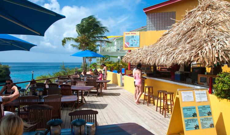 Bahia Beach Bar, Lagoon Ocean Resort vid stranden Playa Lagun, Curaçao