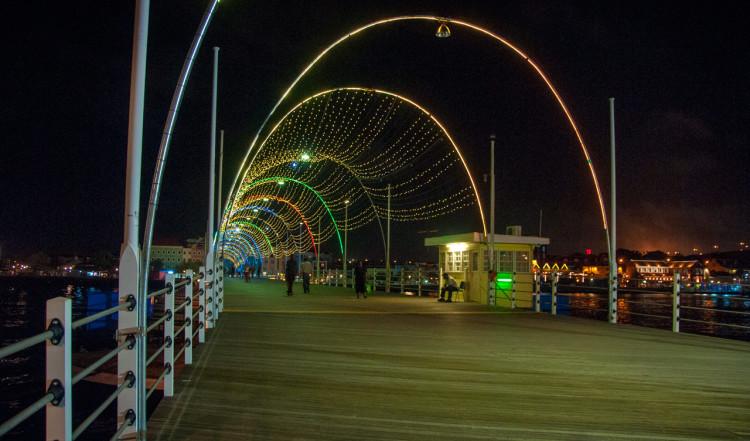 Queen Emma Bridge kvällstid