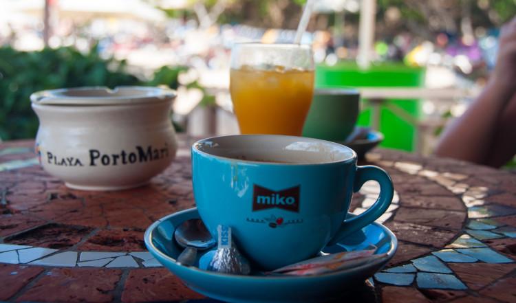 Frukost på serveringen vid Playa Porto Mari, Curaçao