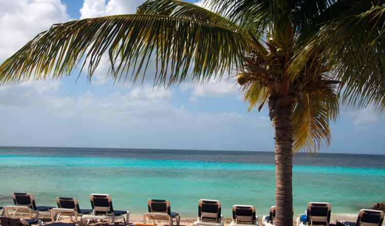 Vy från serveringen vid Playa Porto Mari, Curaçao