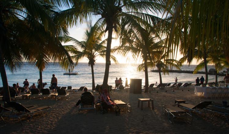 Kvällssol över Blue Bay Curaçao Golf & Beach Resort