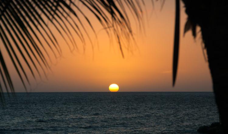 Snabb och vacker solnedgång över Blue Bay Curaçao Golf & Beach Resort