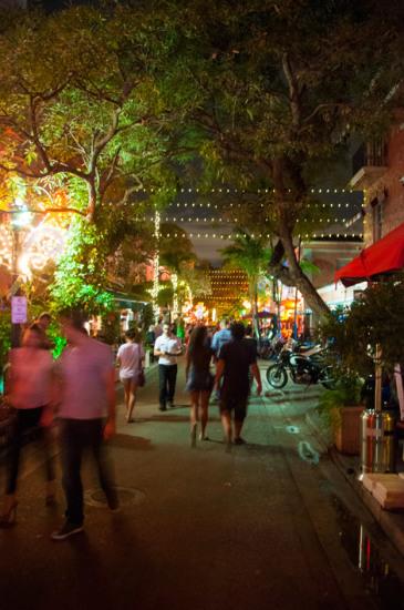 Nattliv längst Española Way i Miami