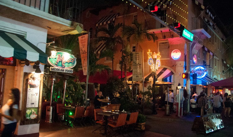 Längst Española Way finns mängder av trevliga restauranger och barer