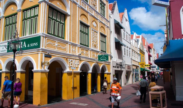 Den kända byggnaden Penha i hjärtat av Willemstad
