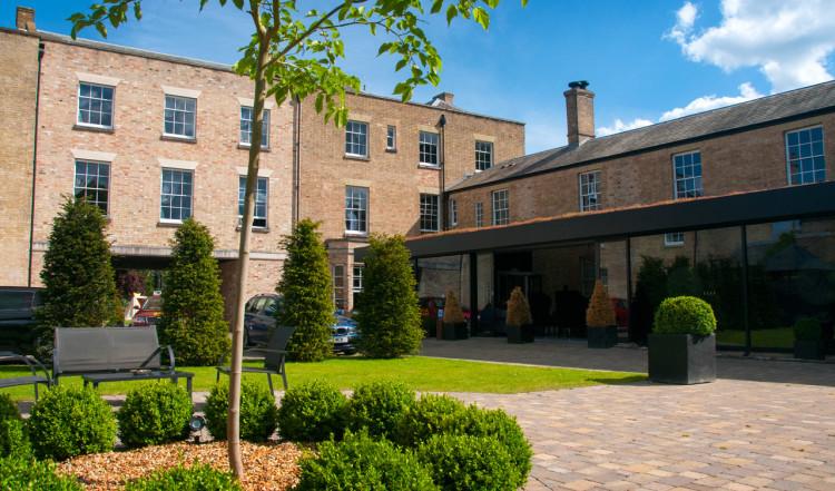 Innergården till Poets House, Ely
