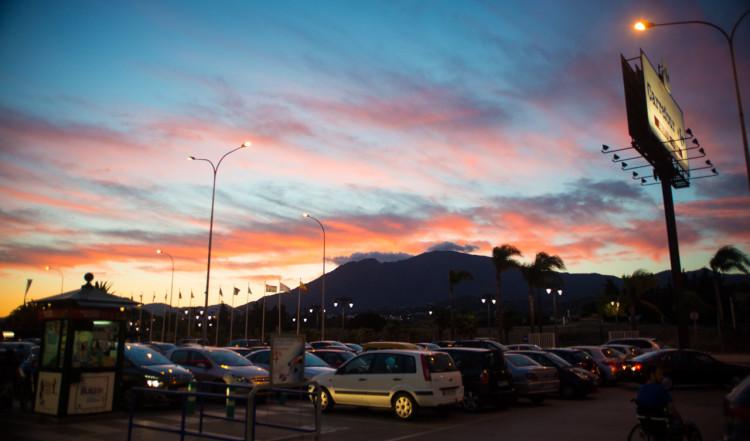 Läcker solnedgång på parkeringen till Carrefour, Estepona