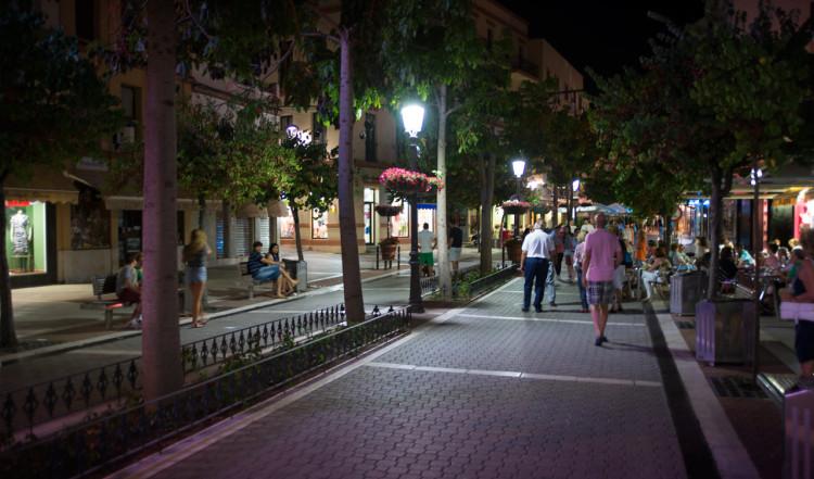 Kvällsvy från Calle Real i Estepona