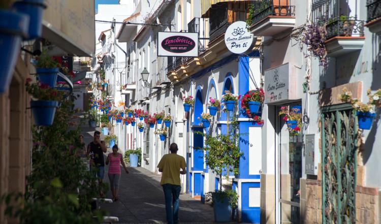 Charmig gata i centrala Estepona