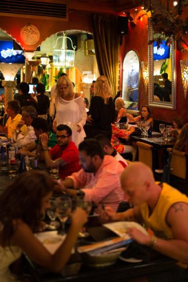 Inna på Amore e Fantasia restaurang, Puerto Banús