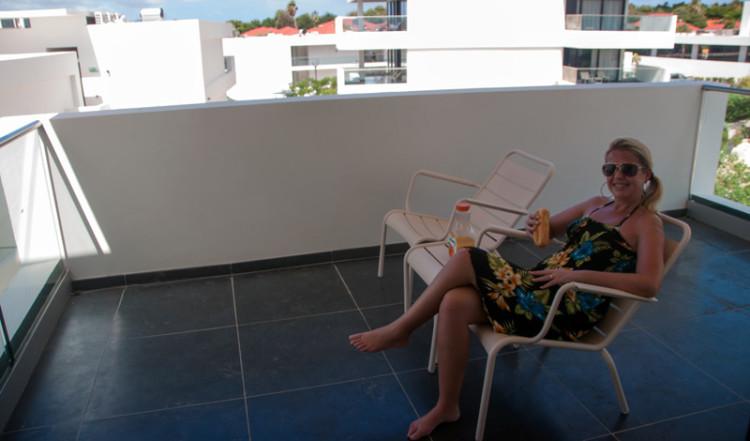 En stund på balkongen på Papagayo Beach and Design Hotel, Curacao