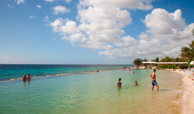 Bad och sol på Papagayo Beach Club, Curacao