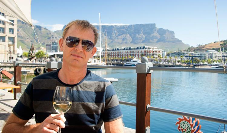 Vi njuter av tapas och sydafrikanskt vid på Den Anker i Waterfront, Kapstaden