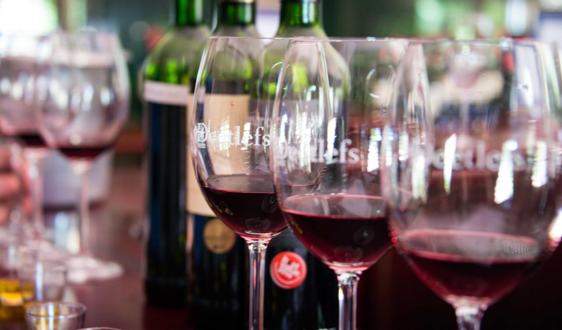 Vinprovning på Deetlefs Wine Estate