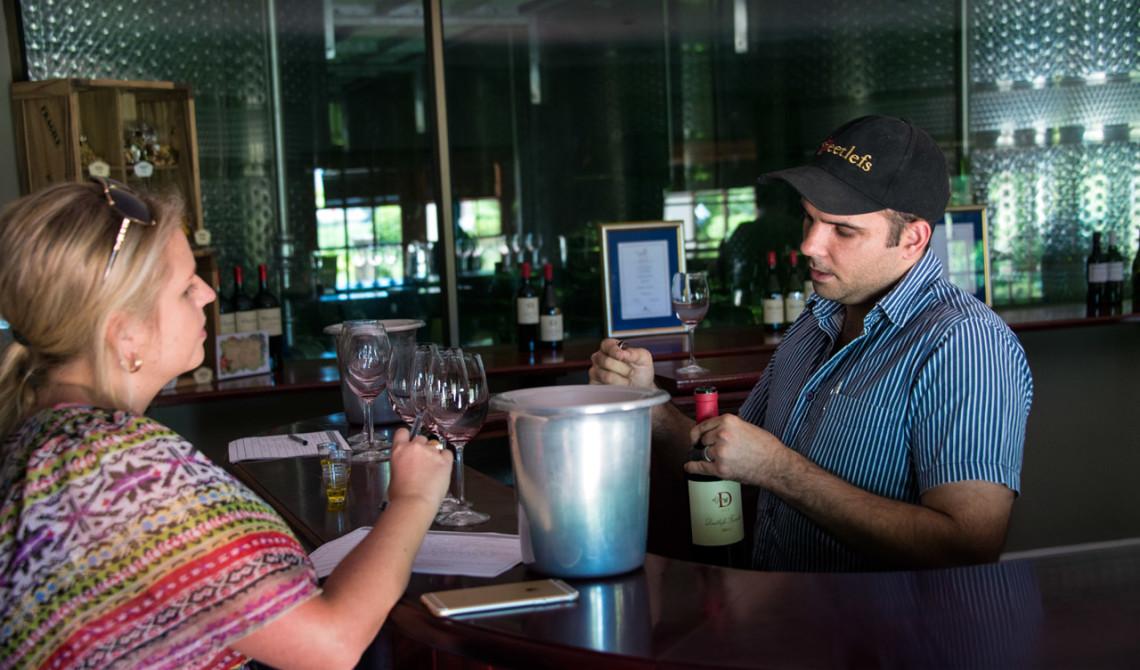 Ferdi Visser guidar oss genom en fantastisk vinprovning,Deetlefs Wine Estate