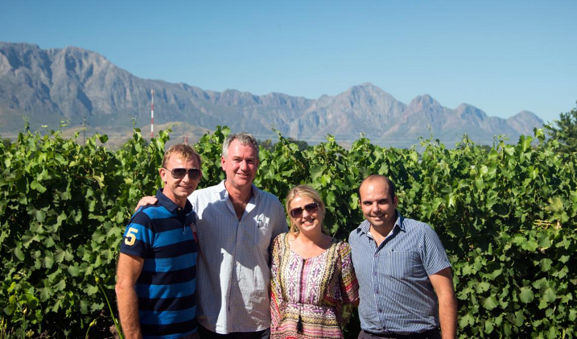 Vi tillsammans med Ferdi Visser och Kobus Deetlefs på Deetlefs Wine Estate