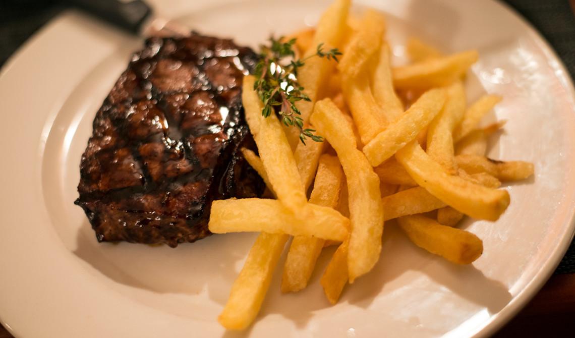 Goda maträtter serveras på Dixies Restaurant & Bar